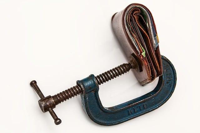 Stecken Sie in der Kreditklemme? Die YourFinance AG kann Ihnen mit einer Vermittlung zur Schuldensanierung helfen!